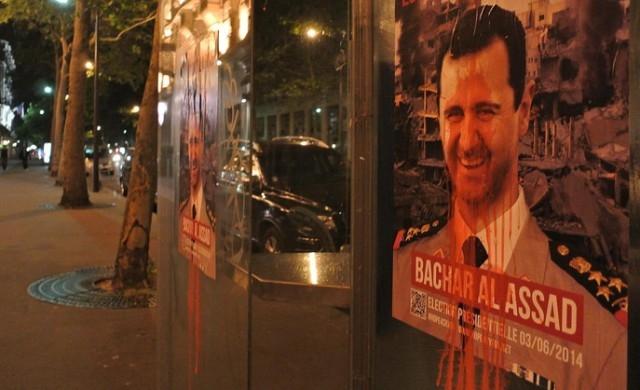 ملصقات في باريس تسخر من بشار الأسد