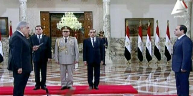 الحكومة  المصرية الجديدة تؤدي اليمين أمام السيسي
