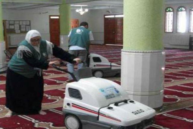 الجزائر حملات تنظيف وتزيين واسعة للمساجد