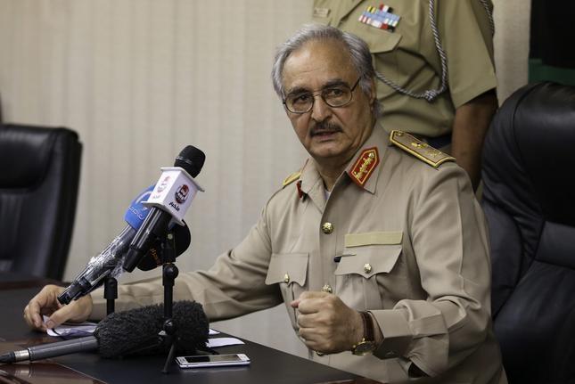 حفتر يوافق على وقف إطلاق النار في ليبيا