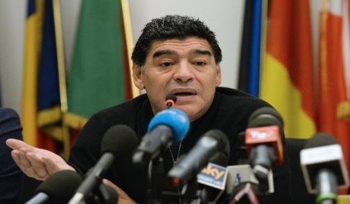 مارادونا يفجرها :هناك رشاوى في الفيفا