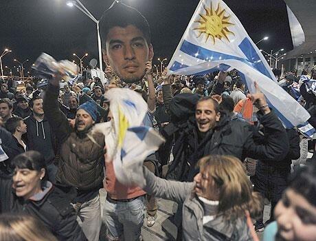 سواريز يحظى بإستقبال كبير بالأوروغواي