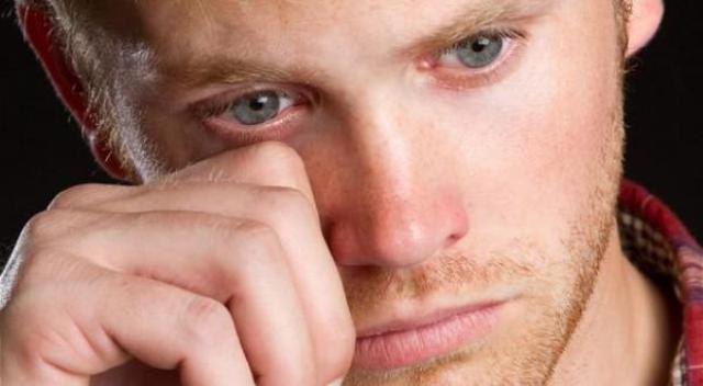 دراسة: الرجال عاطفيون أكثر من النساء