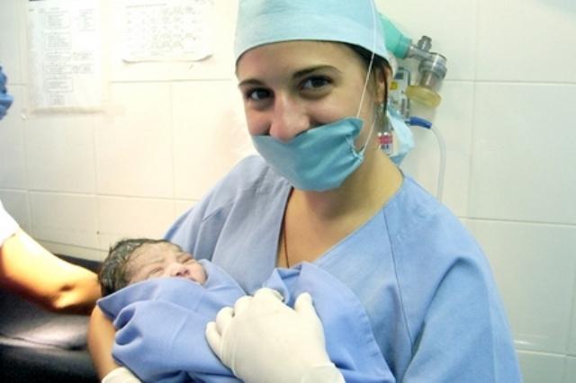 قابلات من المغرب يطلعن على التجربة الأوروبية في مجال التوليد وصحة الأم ببراغ