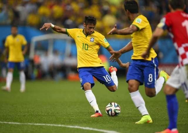 نيمار يقود البرازيل للفوز على كرواتيا