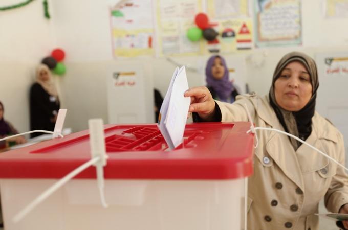 الليبيون ينتخبون برلمانا جديدا في ظل وضع أمني منفلت
