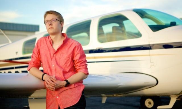 أصغر طيار أمريكي يجوب العالم سعيا وراء رقم قياسي