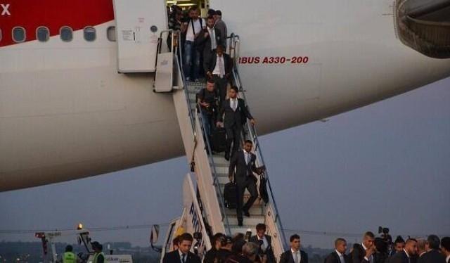 سفير الجزائر بالبرازيل يستقبل الخضر في المطار