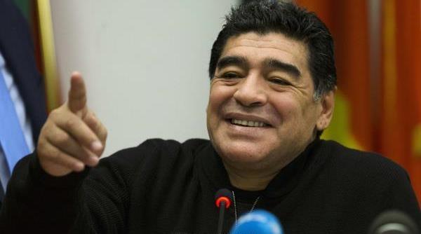 مارادونا يشيد بمستوى لاعبي المنتخب الجزائري