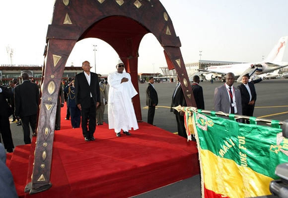 الرئيس المرزوقي يبدأ جولته  الإفريقية من مالي