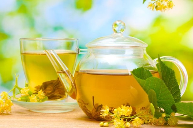4 فوائد تقدمها أكياس الشاي الأخضر لشعرك وبشرتك