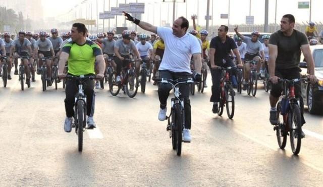 السيسي يشارك في ماراطون للدراجات بالقاهرة