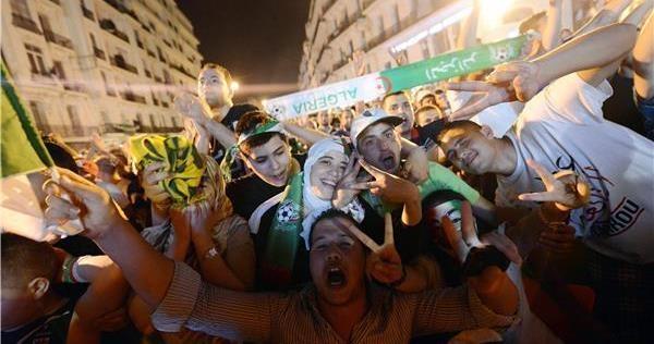 فرحة عارمة للجمهور في الجزائر العاصمة