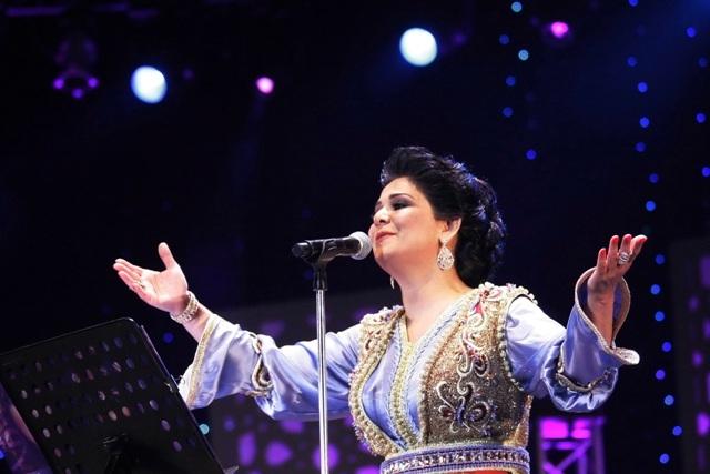 نوال الكويتية تغني للمطربة نعيمة سميح بموازين