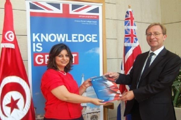 السفير البريطاني بتونس يكشف عن مساعدات بلاده لتونس