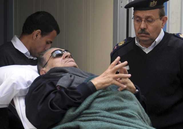 الرئيس المصري السابق مبارك يصاب بكسر في فخذه