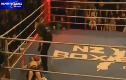 فيديو مضحك..ملاكم متعجرف يسقط تباعا على الحلبة