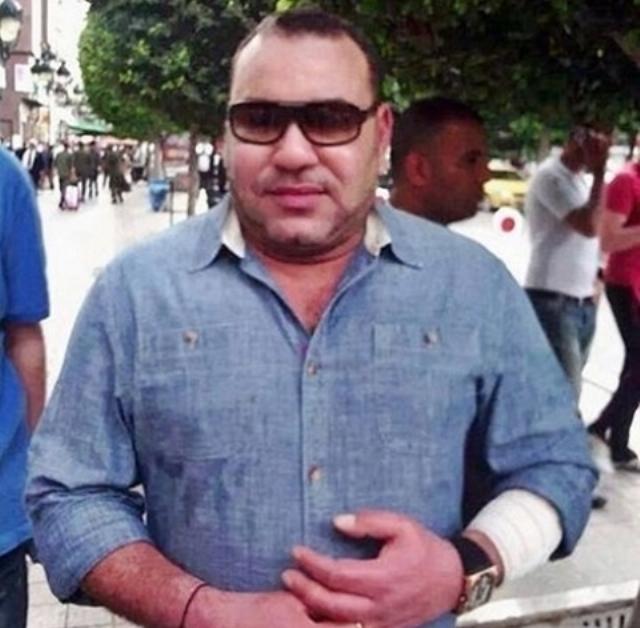 العاهل المغربي يتجول في شارع الرئيس بورقيبة في تونس