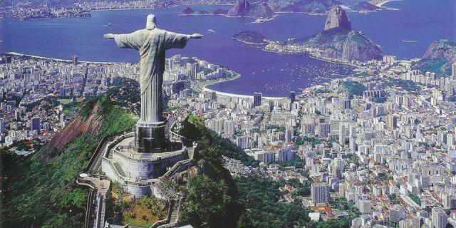 آذان قرب تمثال للمسيح في البرازيل