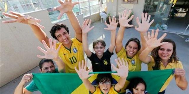 عائلة برازيلية بـ 6 أصابع في كل يد