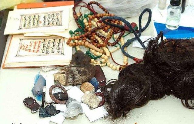 المغربي سعيد الوراق يبهر النساء بتشكيلات مميّزة بلمسات تقليدية