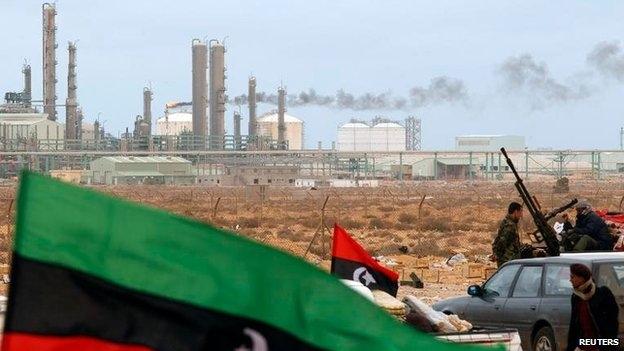 فك الحصار عن الموانئ النفطية الليبية يساهم في انخفاض ثمن البرميل