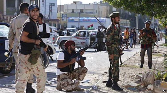 تعليق الرحلات الجوية بمطار طرابلس بعد اشتباكات مسلحة