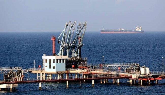 الحكومة الليبية تستعيد السيطرة على مينائي السدرة وراس لانوف النفطيين