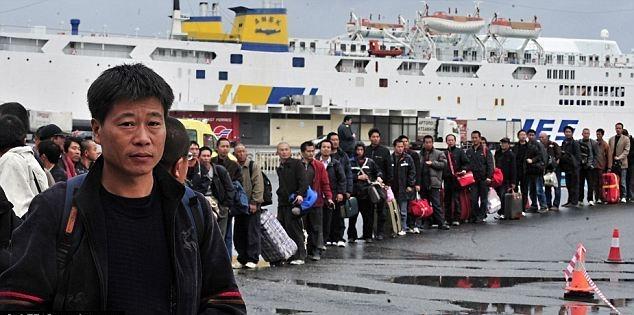 الصين تجلي المئات من عمالها في ليبيا