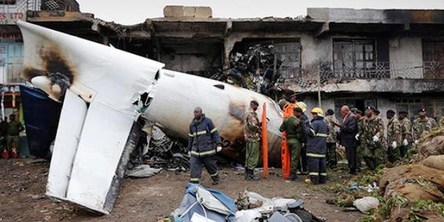 4 قتلى بتحطم طائرة شحن على مبنى في نيروبي
