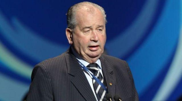 وفاة رئيس الاتحاد الأرجنتيني لكرة القدم