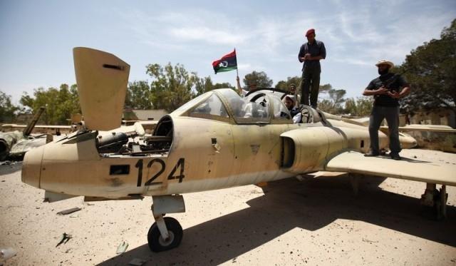 تحطم طائرة عسكرية ليبية دون إحداث خسائر بشرية