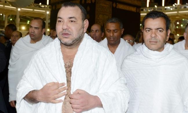 العاهل المغربي يؤدي مناسك العمرة في مكة المكرمة