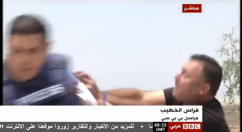 مستوطن إسرائيلي يعتدي على مراسل BBC
