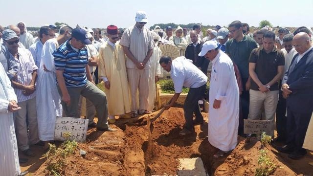 دفن جثمان الكاتب المغربي عبد الرحيم المؤذن في القنيطرة