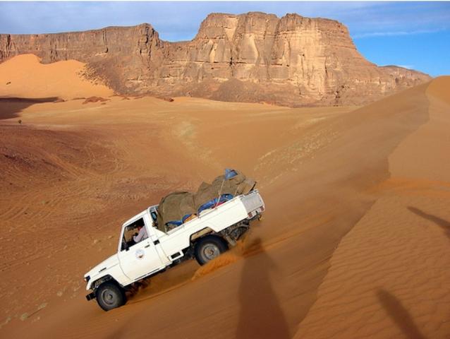 ليبيا: القبض على عصابة تنقيب عن الذهب بالصحراء