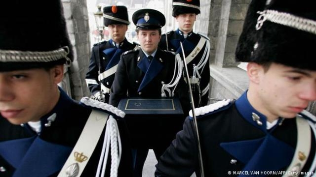 هولندا: طرد 8 أفراد من الحرس الملكي بسبب سرقتهم شوكولاته