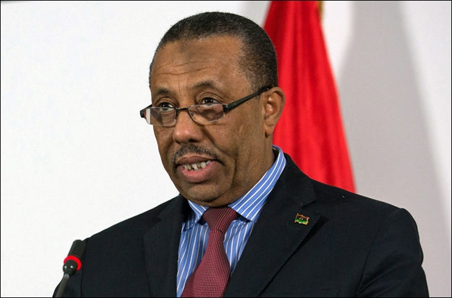 مسلحون يمنعون رئيس وزراء ليبيا من السفر عبر مطار معيتيقة