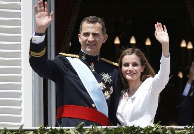 الملك محمد السادس يستقبل عاهل اسبانيا بمطار الرباط ـ سلا