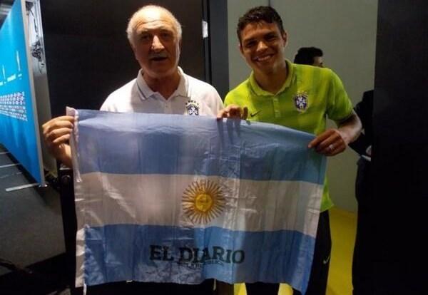 سبب غريب يدفع سكولاري لحمل علم الأرجنتين