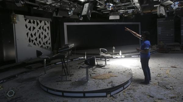 تدمير مبنى تلفزيوني بقذيفة هاون خلال تبادل للقصف ببنغازي