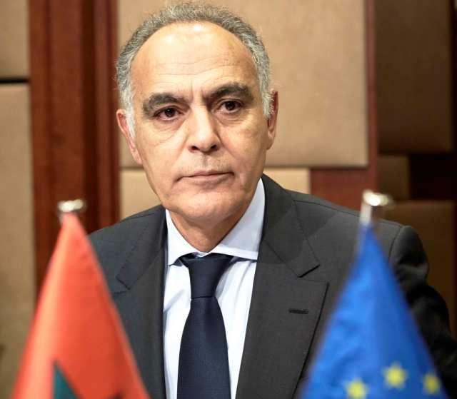 وزير خارجية المغرب يتابع صحيفة اتهمته بحمله للجنسية الفرنسية