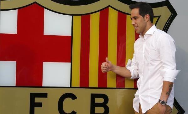 الحارس الشيلي برافو في برشلونة رسميا
