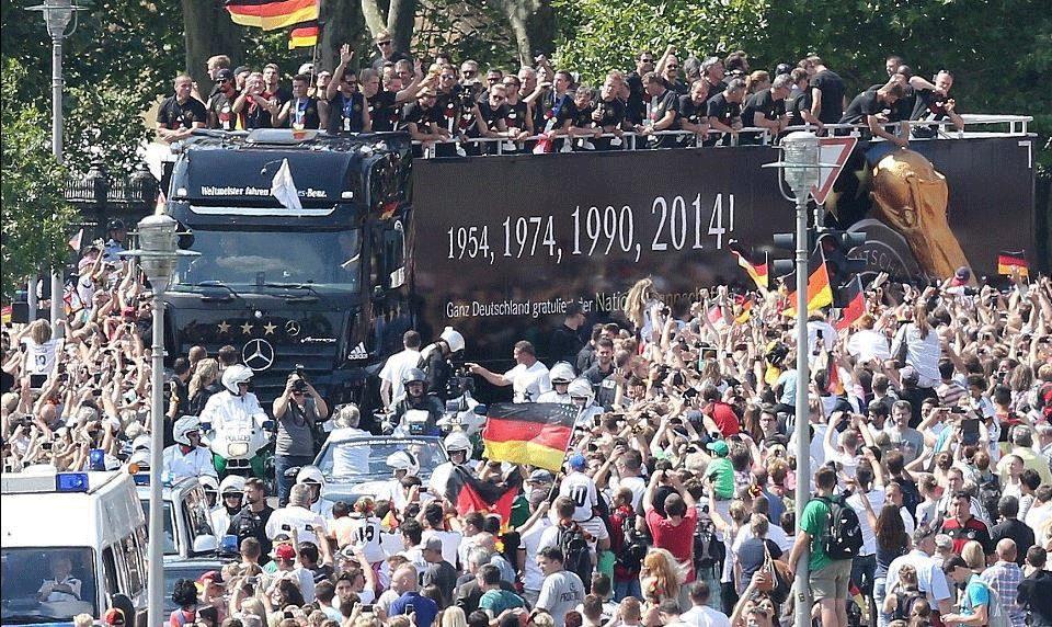 استقبال أسطوري لأبطال العالم في برلين