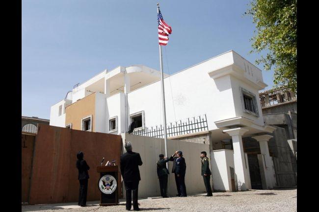سقوط قذيفتين بالقرب من السفارة الأمريكية بطرابلس