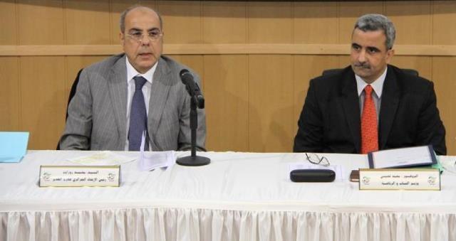 أزمة رياضية بالجزائر بين وزير الرياضة وروراوة  بسبب سفر لاعبين لقطر