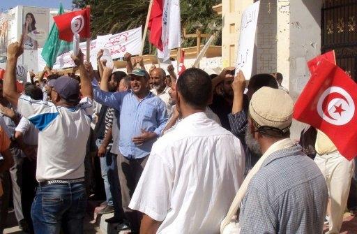مواجهات بين قوات الأمن ومحتجين بجربة التونسية