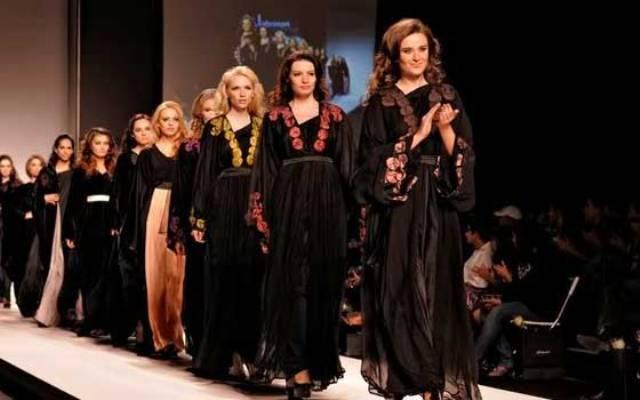 المصممة المغربية دنيا غزالي تطلق تشكيلتها الجديدة لشهر رمضان
