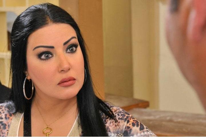 مصري يطالب من السيسي تزويجه من سمية الخشاب