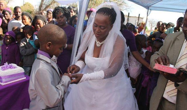 امرأة جنوب إفريقية ذات 62 عاما تتزوج طفلا عمره 9 سنوات